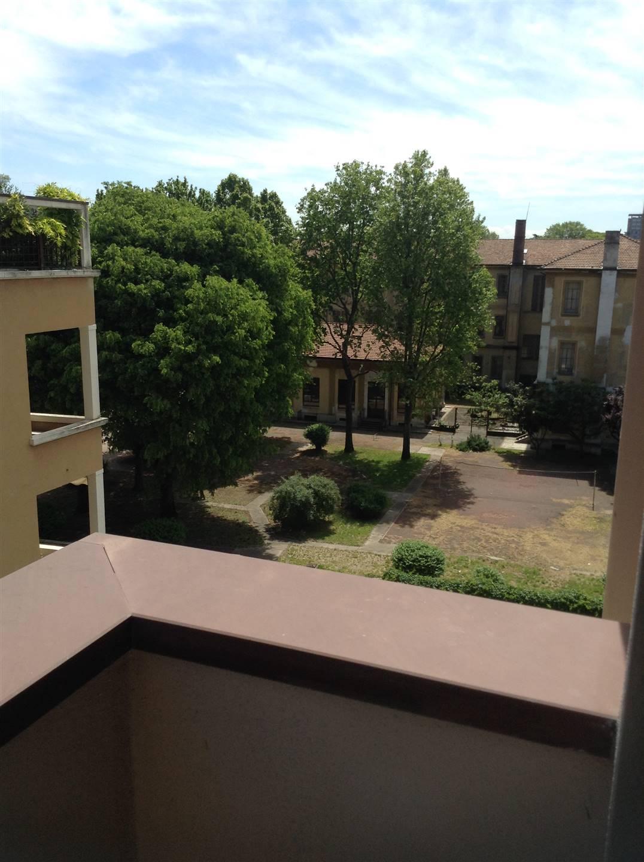 AFFITTASI ZONA BOCCONI TRILOCALE ARREDATO CON TERRAZZO Affittasi Vicino all'Università Bocconi, ottimo trilocale con terrazzo, arredato con buon
