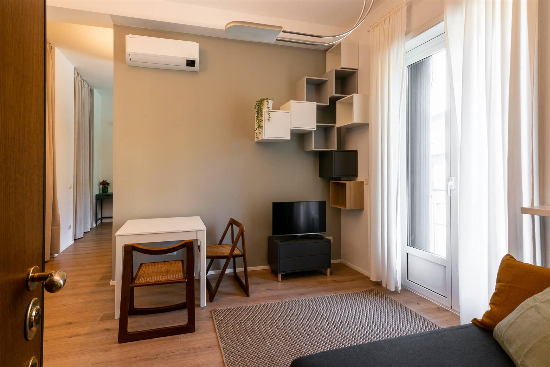 Milano, nel distretto di Santa Sofia, C.so Italia, affittasi curatissimo bilocale appena ristrutturato da Architetto, completamente arredato a nuovo,