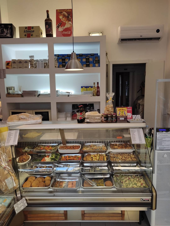 Vendesi nel pieno centro di San Donato attività di gastronomia e salumeria molto gradevole e di buona visibilità data la posizione centrale e di