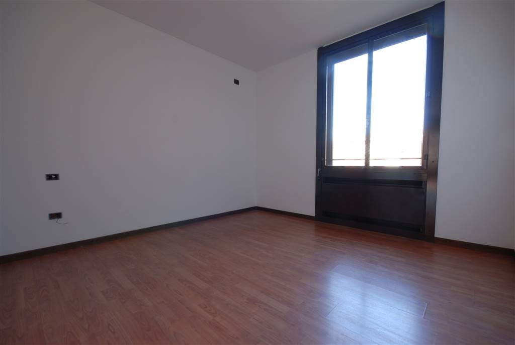 Appartamento di tre locali sito in buona residenza recentemente ristrutturata. L'immobile collocato al terzo piano gode di ottima luminosità.