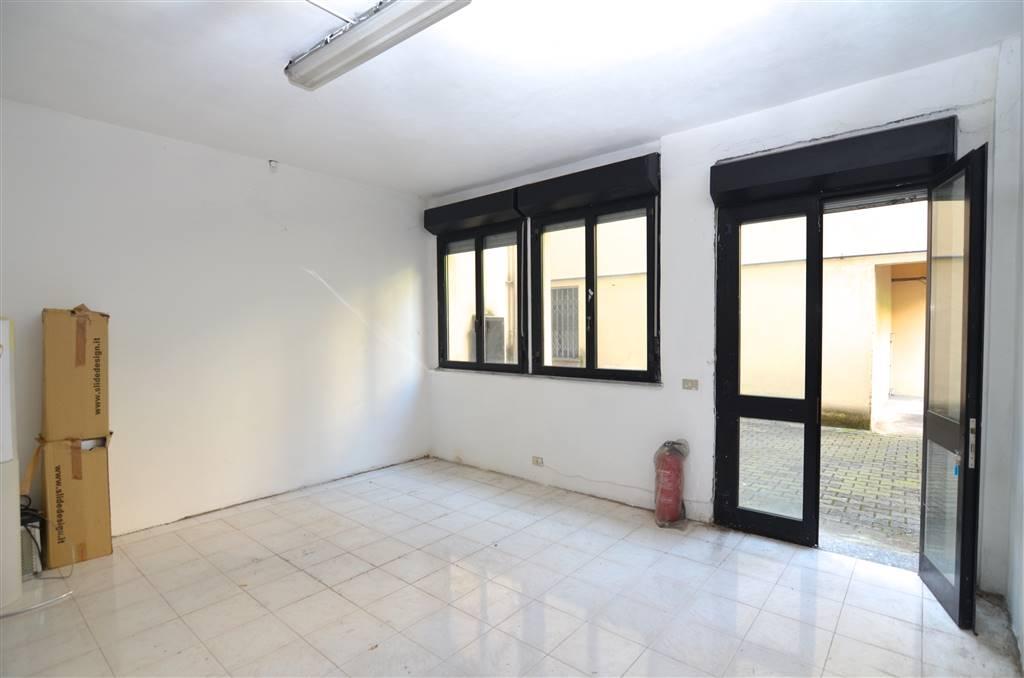 Via Frà Pampuri - Via Ripamonti Al piano seminterrato di uno stabile degli anni '70, proponiamo in vendita un magazzino open space di 70 mq.