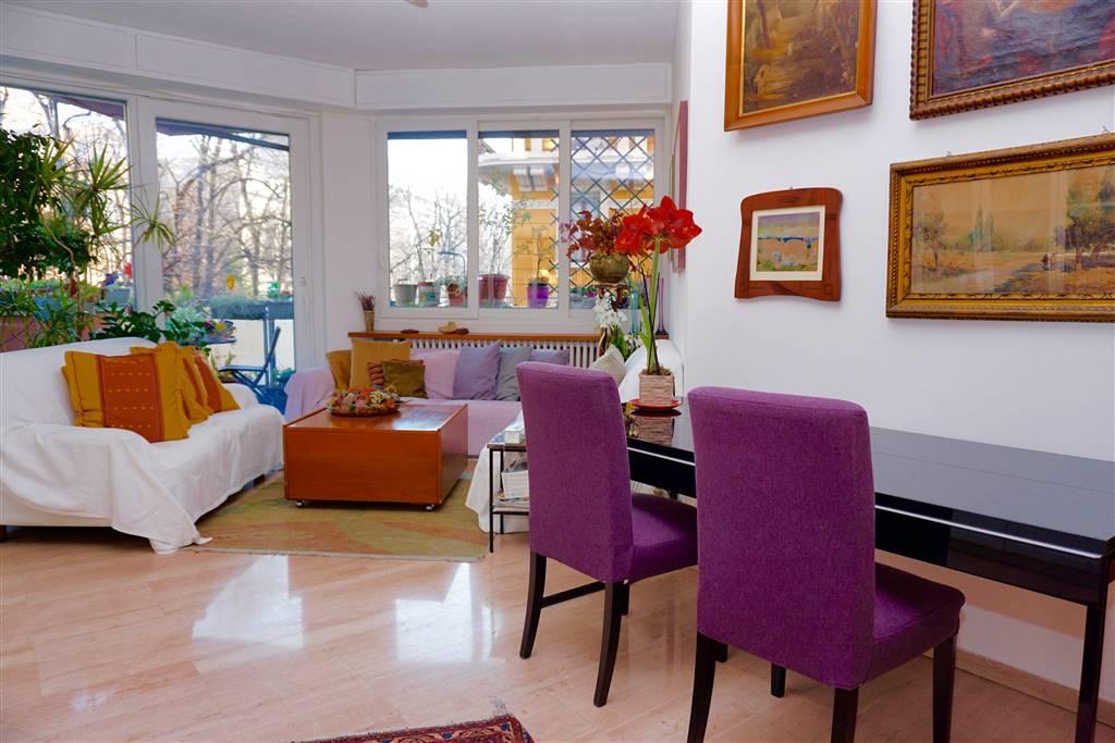 LAZIO, 6; 4 locali con terrazzino, doppi servizi, balcone e cantina. NUDA PROPRIETA' - L'unità immobiliare si trova in via Lazio, nel settore