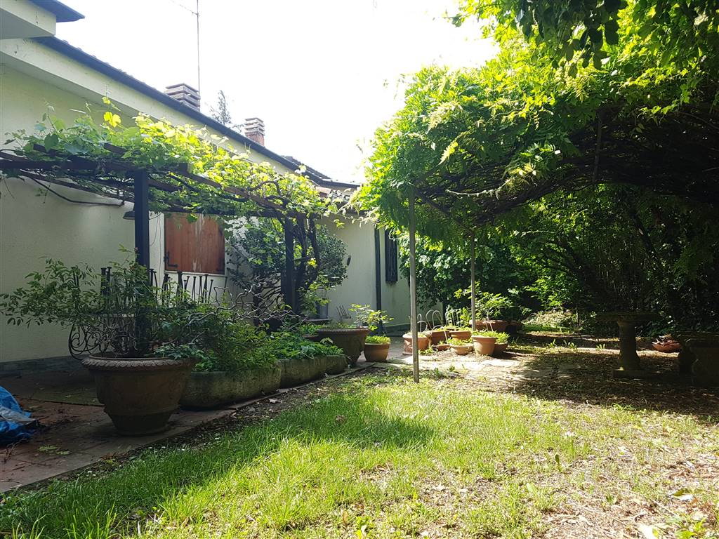 TREZZANO SUL NAVIGLIO, Villa for sale of 215 Sq. mt., Good condition, Heating Individual heating system, Energetic class: G, Epi: 175 kwh/m2 year,