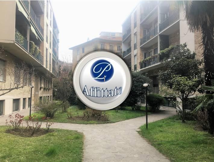 VIA RENATO SERRA Posizione: Ottima. L'appartamento si inserisce in un pregiato quartiere residenziale di Milano caratterizzato da residenze di