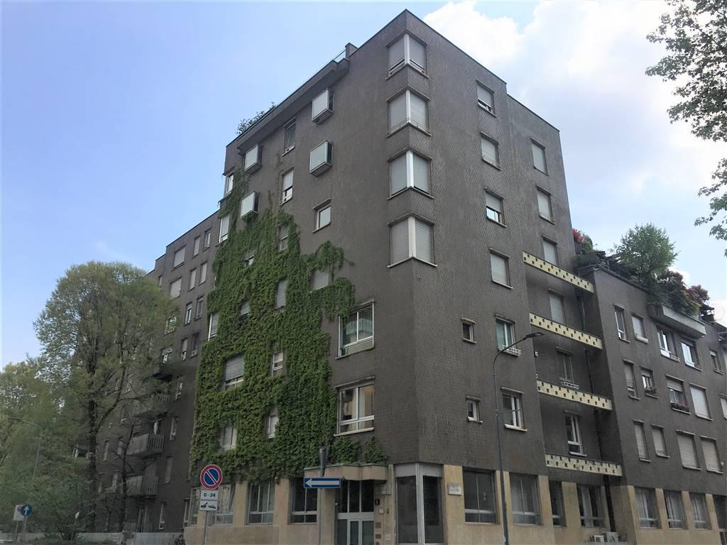 VIA CORREGGIO Posizione: Ottima. L'appartamento si trova in una zona centrale di Milano, caratterizzata da abitazioni di medio/alto livello a pochi
