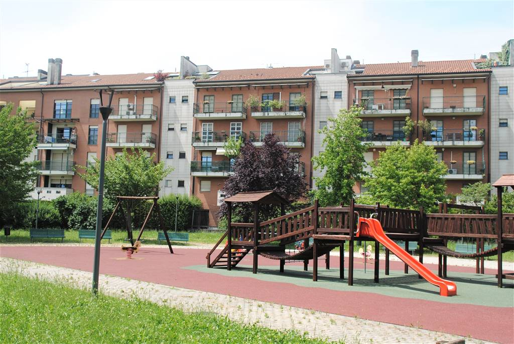 QUINTO ROMANO- Via Tofano Posizione: l'abitazione è ubicata in una delle più vaste e particolari realtà rurali di Milano, ricca di angoli pittoreschi.