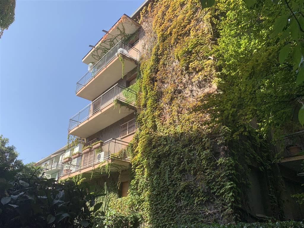 SAN SIRO –VIA ODELSCALCHI Posizione: Ottima. San Siro è considerato uno degli storici quartieri residenziale di Milano particolarmente apprezzato per
