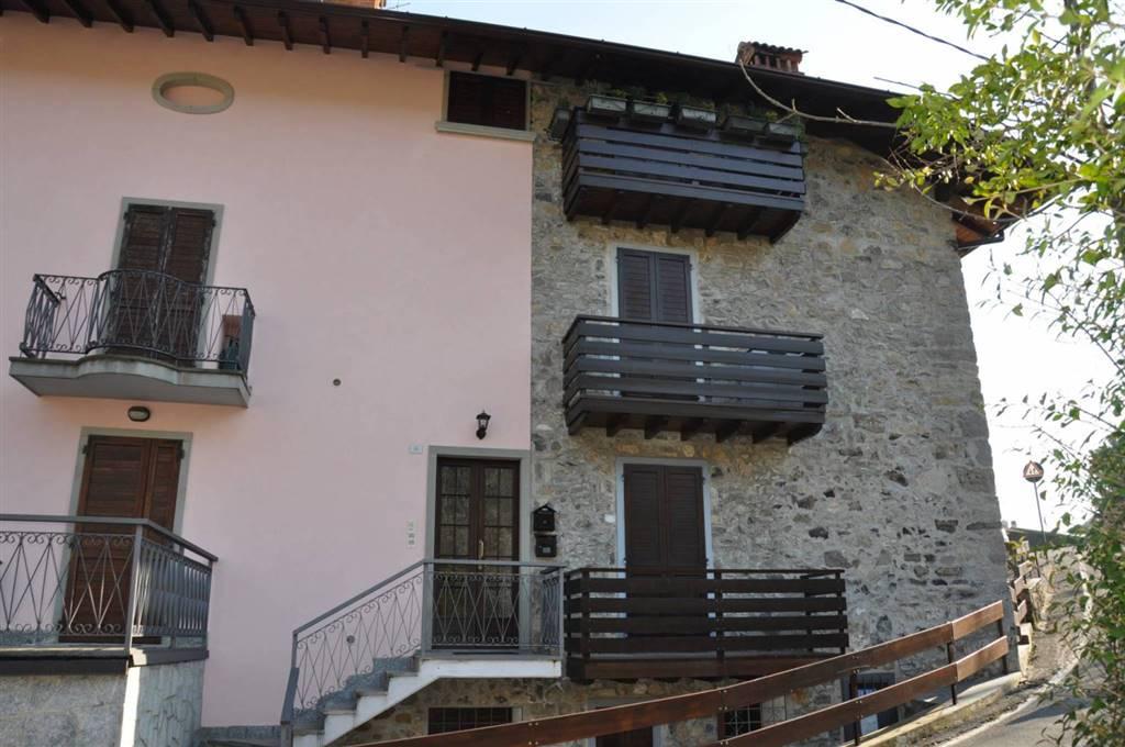 AMA- AVIATICO Posizione : AMA è una frazione a 5 minuti da Selvino nota località che sorge sull'altopiano che funge da spartiacque tra la Val Seriana
