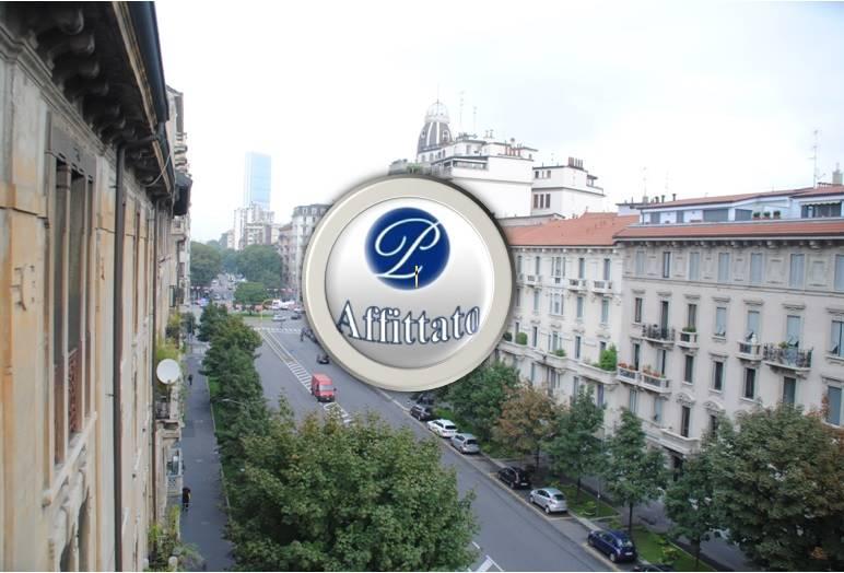 PIAZZA PIEMONTE ADIACENZE/VIA WASHINGTON Posizione: L'appartamento si colloca in una zona centrale di Milano, a 100 metri da Piazza Piemonte, ben