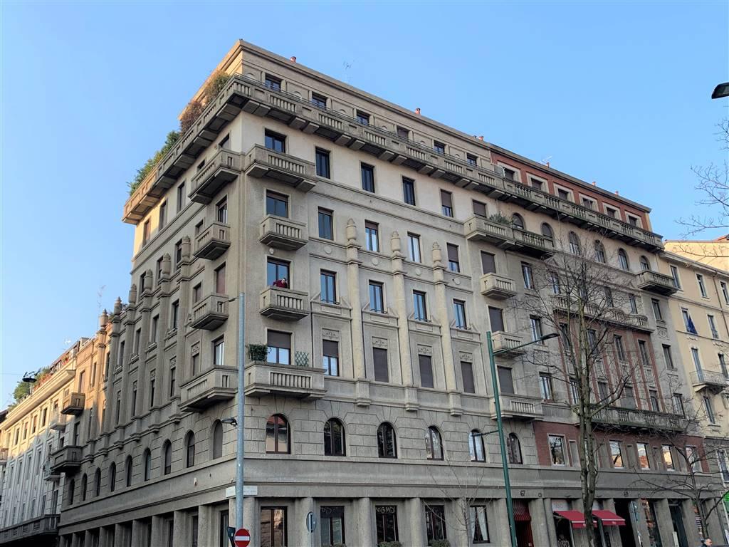 MM AMEDOLA FIERA /VIA MONTE ROSA Posizione: Ottima. Ubicato in una delle zone più prestigiose ed eleganti di Milano, a pochi passi dalla fermata