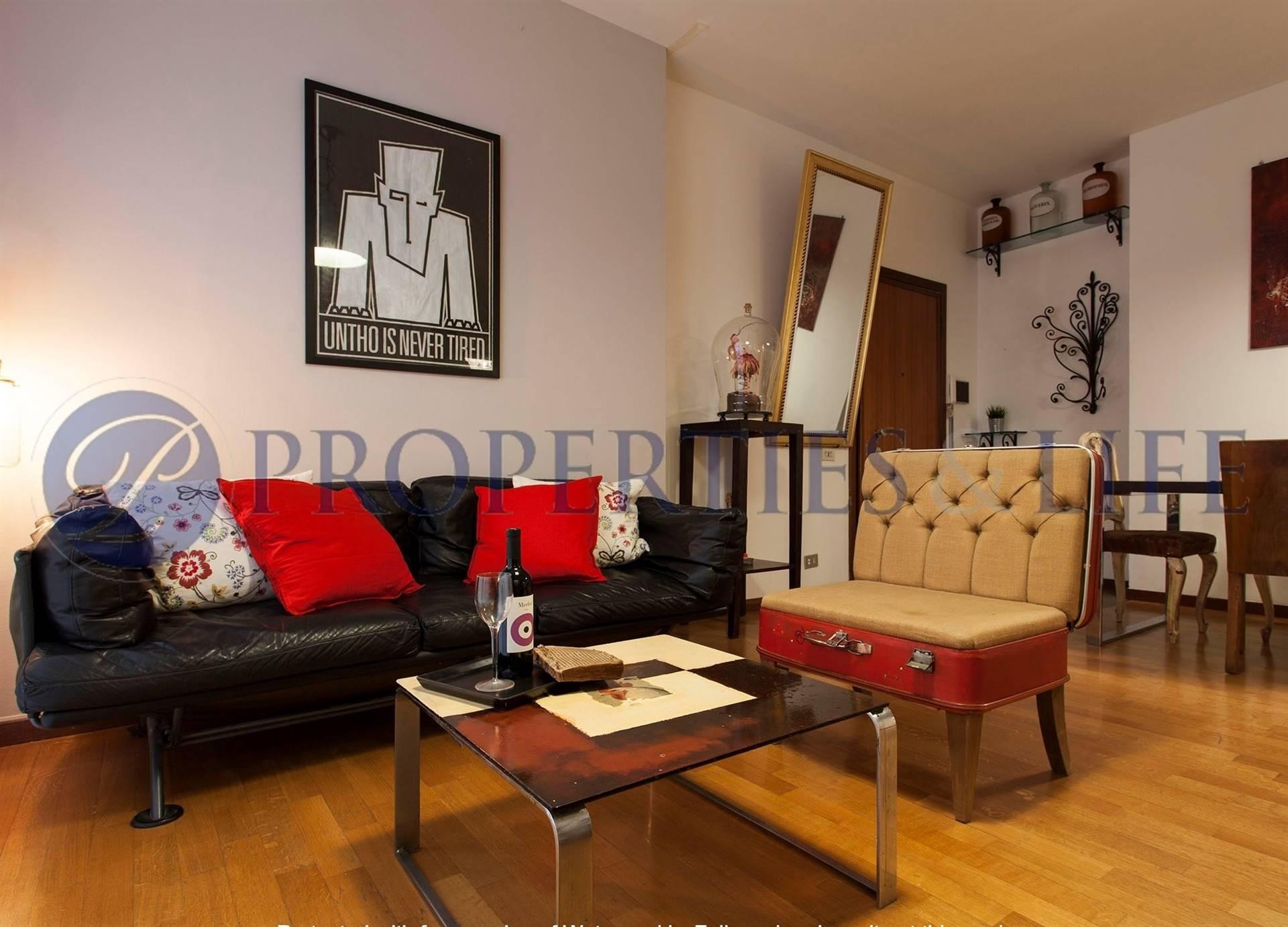 SAN SIRO/ VIA TESIO Posizione: Molto buona. L'appartamento si inserisce in un pregevole quartiere residenziale di Milano particolarmente apprezzato