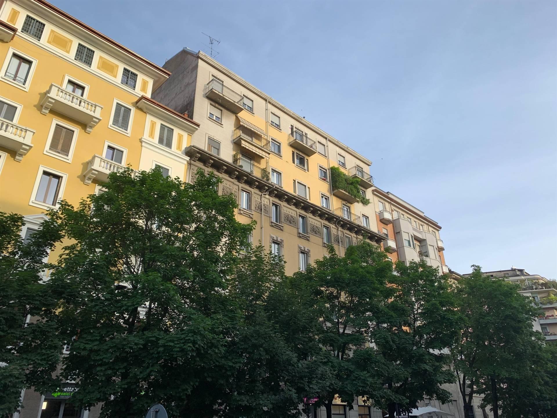 VIA SARDEGNA Posizione: L'appartamento si colloca in una zona centrale di Milano, ben collegata grazie alla metropolitana linea rossa fermata Wagner