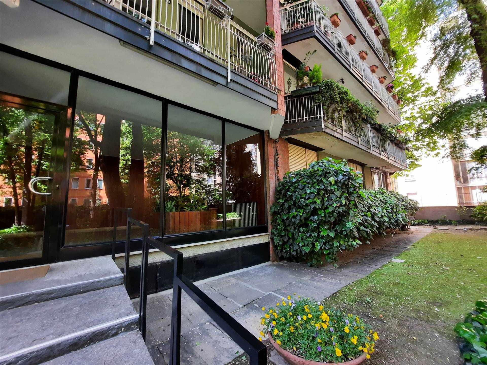 VIA GULLI ADIACENZE Posizione: L'appartamento si inserisce in un pregevole quartiere residenziale di Milano particolarmente apprezzato per la sua