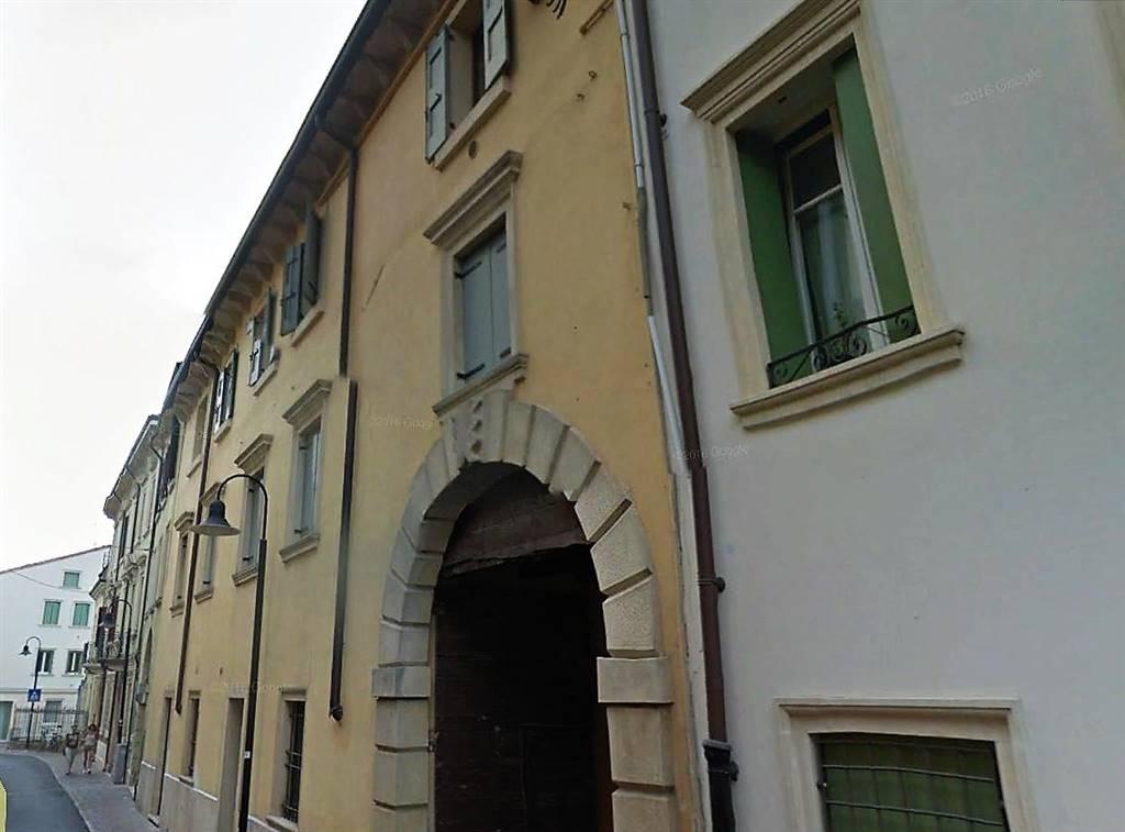 Appartamento in vendita a Bussolengo, 5 locali, prezzo € 160.000 | CambioCasa.it