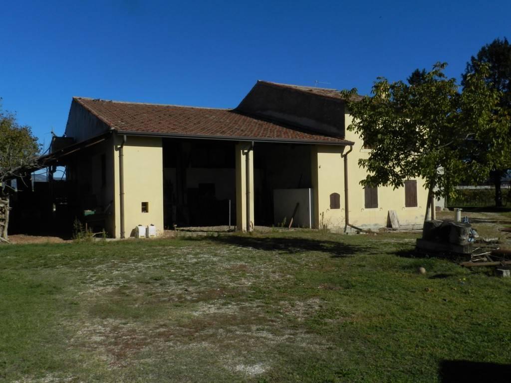 Rustico / Casale in vendita a Bussolengo, 15 locali, prezzo € 350.000 | CambioCasa.it