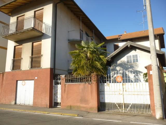 Soluzione Indipendente in vendita a Invorio, 14 locali, prezzo € 125.000   PortaleAgenzieImmobiliari.it