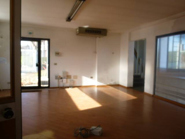 Ufficio / Studio in vendita a Arona, 2 locali, prezzo € 195.000 | CambioCasa.it