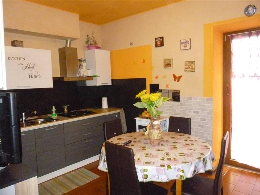 Soluzione Indipendente in vendita a Invorio, 7 locali, prezzo € 96.000 | PortaleAgenzieImmobiliari.it