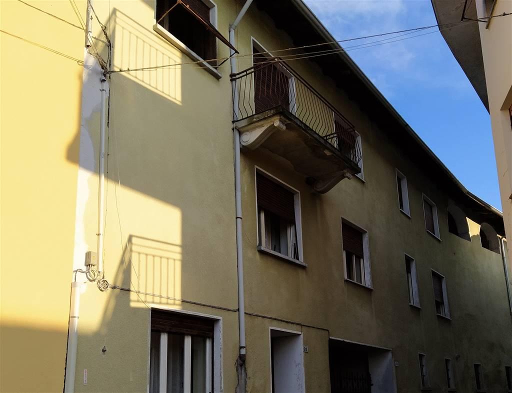 Soluzione Indipendente in vendita a Invorio, 10 locali, prezzo € 79.000 | PortaleAgenzieImmobiliari.it