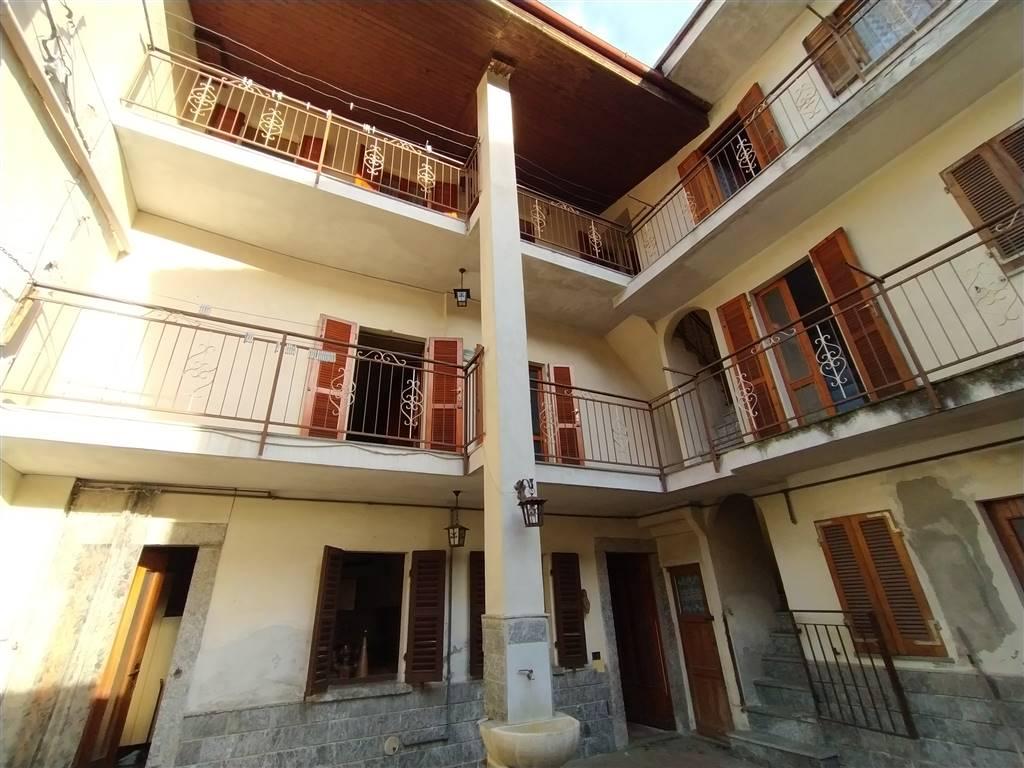 Soluzione Indipendente in vendita a Invorio, 9 locali, prezzo € 45.000   PortaleAgenzieImmobiliari.it