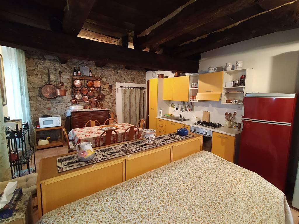 Soluzione Indipendente in vendita a Invorio, 7 locali, prezzo € 150.000 | PortaleAgenzieImmobiliari.it