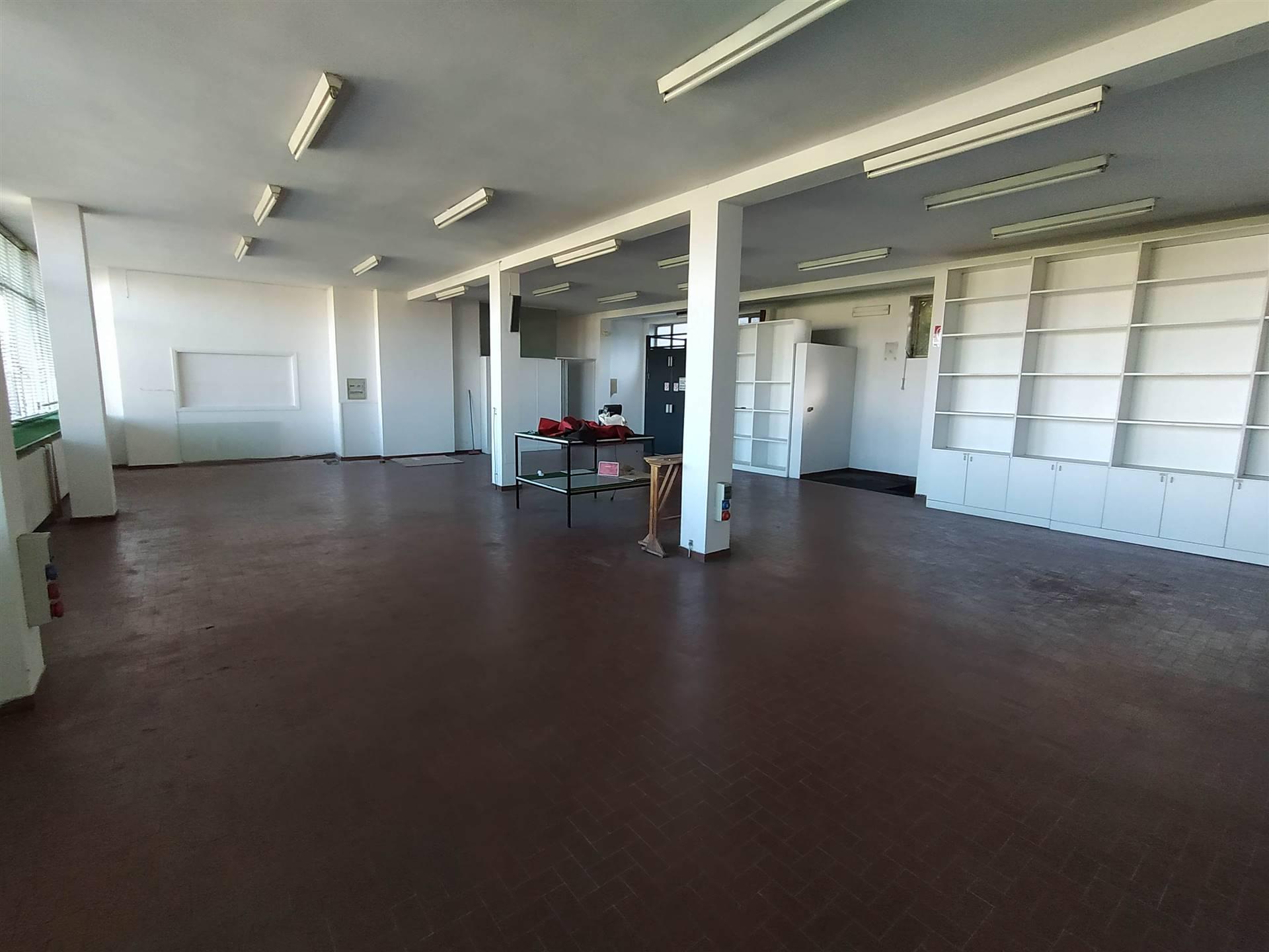 Soluzione Indipendente in vendita a Sesto Calende, 6 locali, prezzo € 287.000   CambioCasa.it