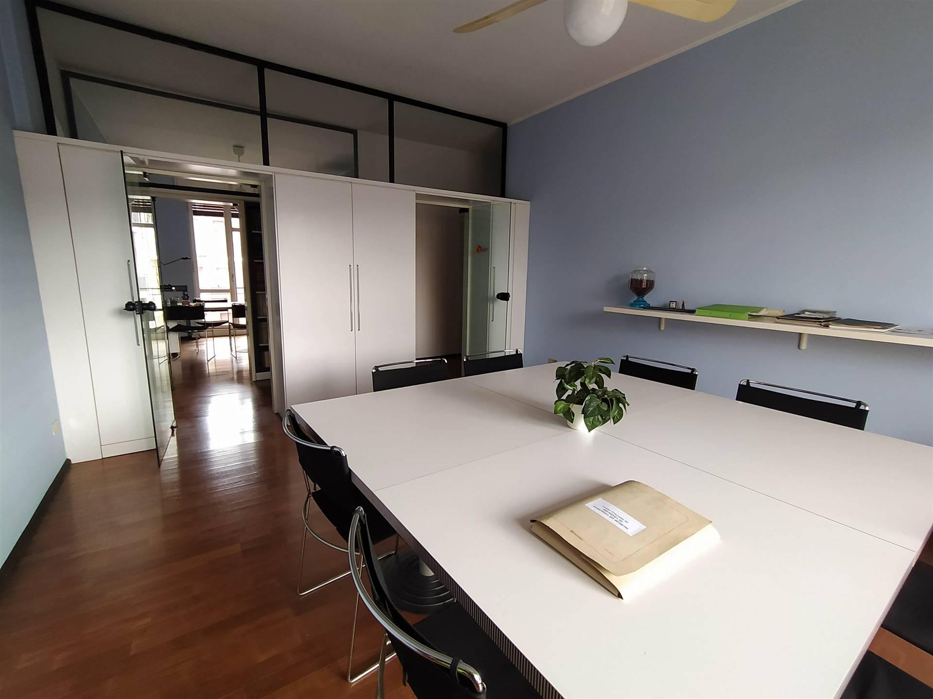 Ufficio / Studio in vendita a Arona, 4 locali, prezzo € 120.000 | CambioCasa.it