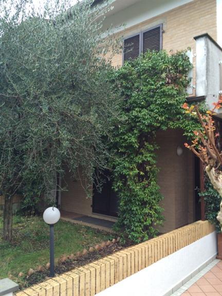 Villa a schiera, Calcinelli, Saltara, in ottime condizioni