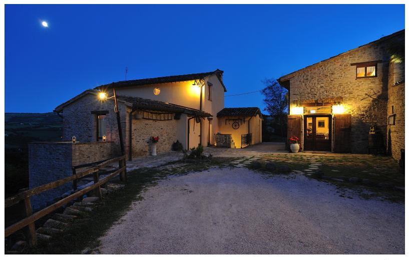 Rustico casale, Urbino, in ottime condizioni