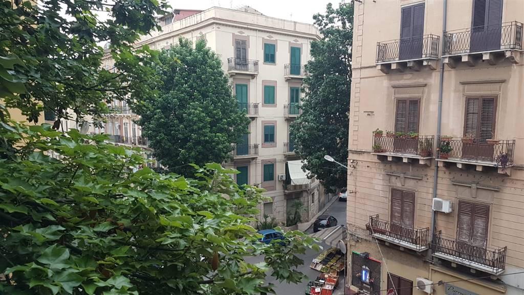 Trilocale in Via Pietro D'aragona 9, Palermo