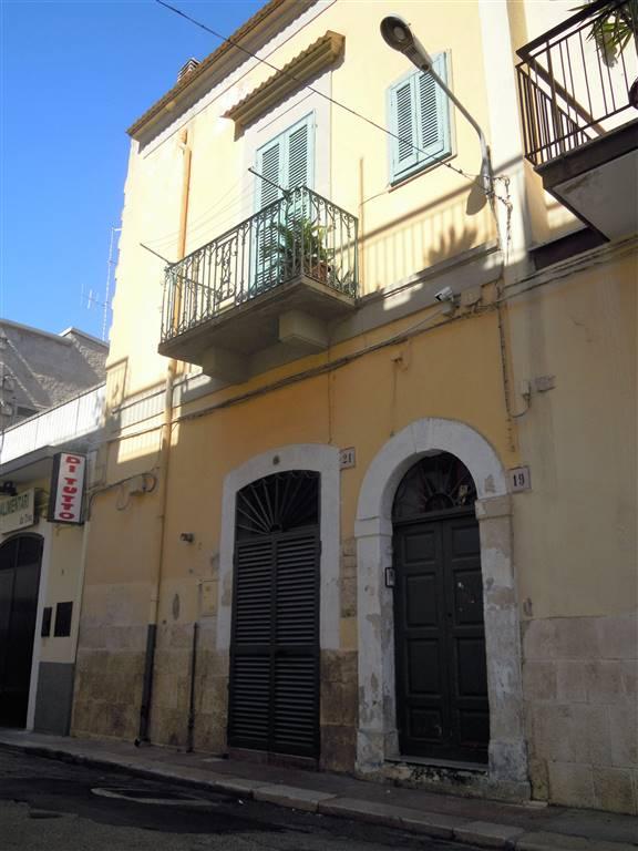 Appartamento indipendente in Via Ugo Foscolo, Palo Del Colle