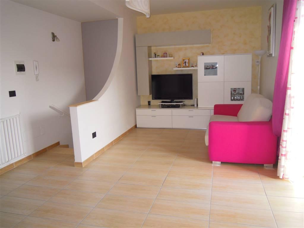 Appartamento indipendente in Via Grumo, Binetto