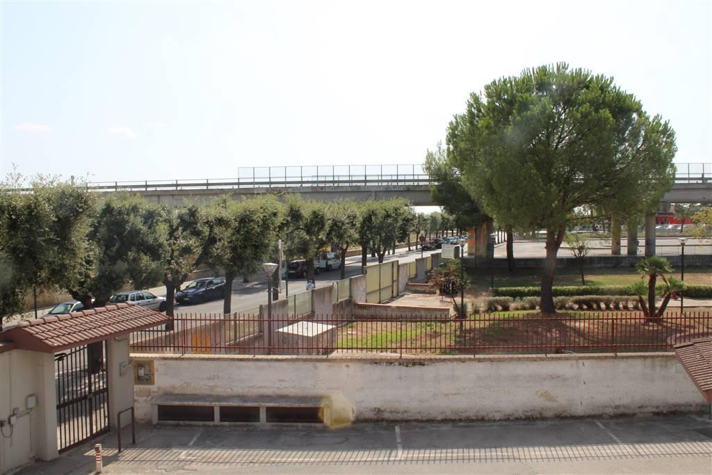 Vendita trilocale viale vittorio veneto palo del colle for Garage con planimetrie abitative