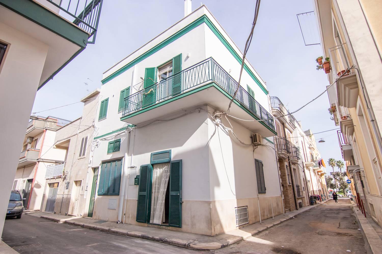 Soluzione Indipendente in vendita a Modugno, 5 locali, prezzo € 250.000 | CambioCasa.it