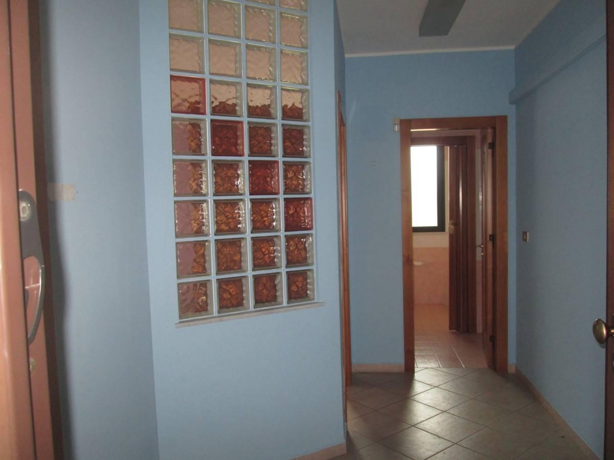 Ufficio / Studio in affitto a Bagheria, 2 locali, prezzo € 320 | CambioCasa.it