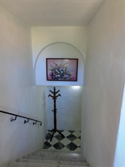 Castellaccio terratetto composto da: Ingresso , sala , cucina abitabile con camino al piano superiore camera matrimoniale cabina armadi ,bagno ,