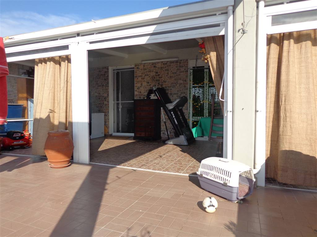 PERIFERIA EST, LIVORNO, Attic for sale of 105 Sq. mt., Good condition, Heating Individual heating system, Energetic class: G, Epi: 138,2 kwh/m2 year,