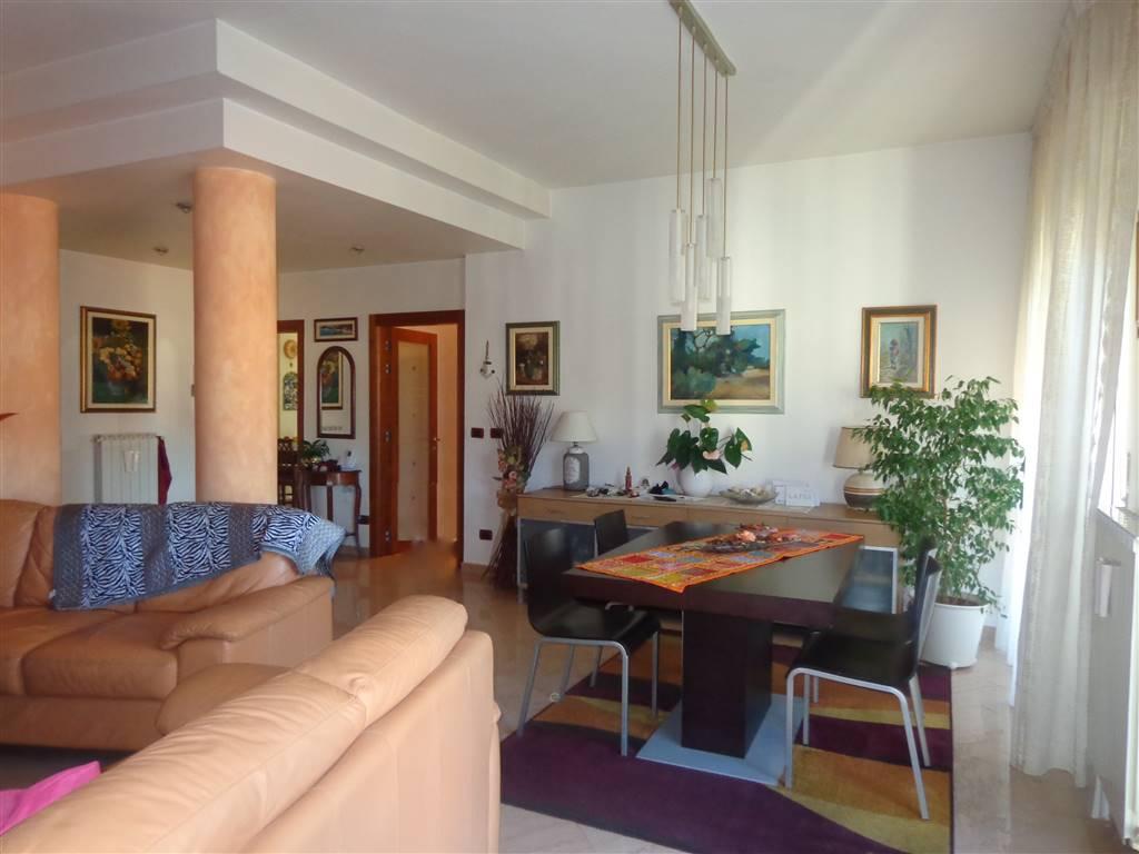 ARDENZA MARE NOSTRA ESCLUSIVA Ottimo appartamento al terzo e ultimo piano , libero su tre lati e composto da: ingresso, cucina abitabile con dispensa,