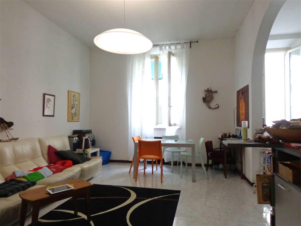 Centro Ottimo appartamento arredato al primo piano con ascensore e posto auto , l' appartamento , inserito in ottimo contesto è composto da: ingresso,