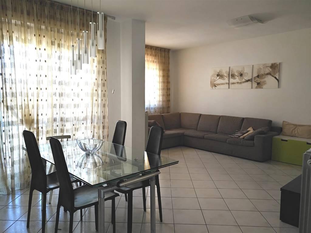 PORTA A TERRA : Appartamento nuova costruzione composto da: Ingresso , sala doppia con terrazzo di 13 mq , cucina abitabile con ripostiglio e accesso