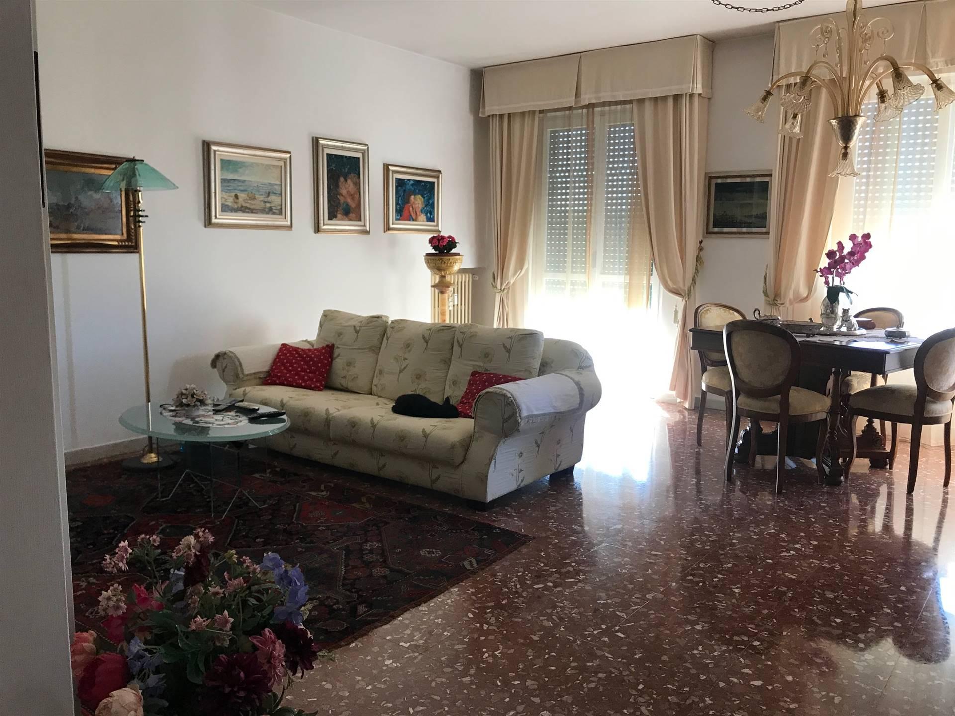 PIAZZA DELLA VITTORIA Appartamento ottime condizioni composto da ingresso grande sala , cucina , tinello, due camera matrimoniali, due bagni ,