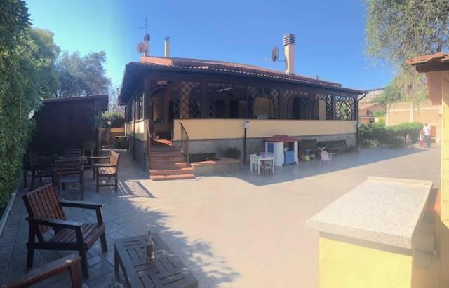 Villa in vendita a Castelnuovo di Porto, 8 locali, prezzo € 295.000 | CambioCasa.it
