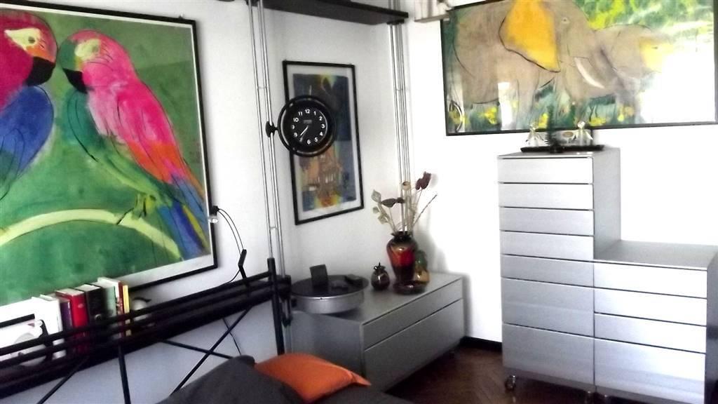 FIRENZE, MILANO, Appartamento in vendita di 109 Mq, Ottime condizioni, Riscaldamento Centralizzato, Classe energetica: G, Epi: 175 kwh/m2 anno, posto