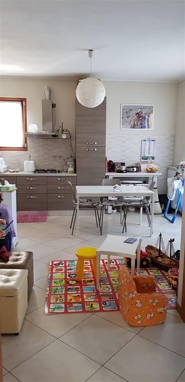 CERNUSCO SUL NAVIGLIO, Appartamento in affitto di 80 Mq, Ottime condizioni, Riscaldamento Autonomo, Classe energetica: B, posto al piano 1°, composto