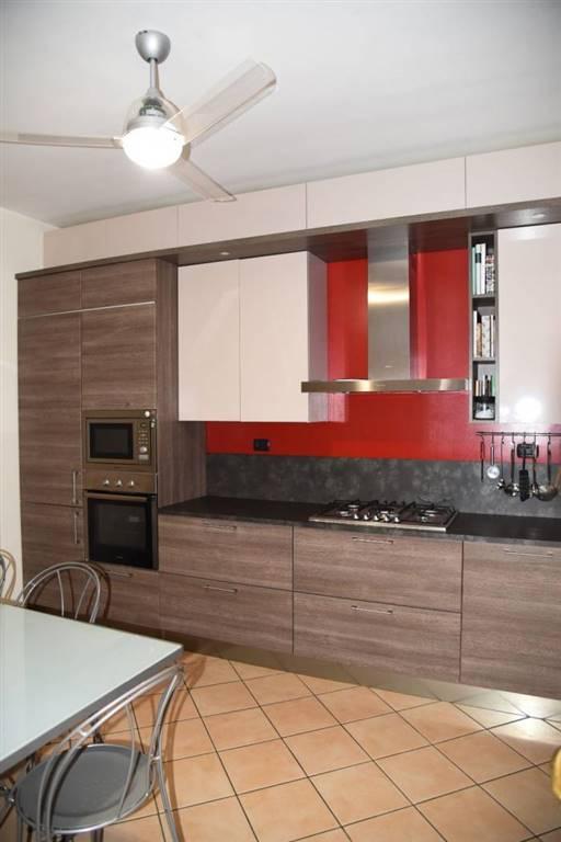 CERNUSCO SUL NAVIGLIO, Appartamento in vendita di 100 Mq, Ristrutturato, Riscaldamento Centralizzato, Classe energetica: G, Epi: 224 kwh/m2 anno,