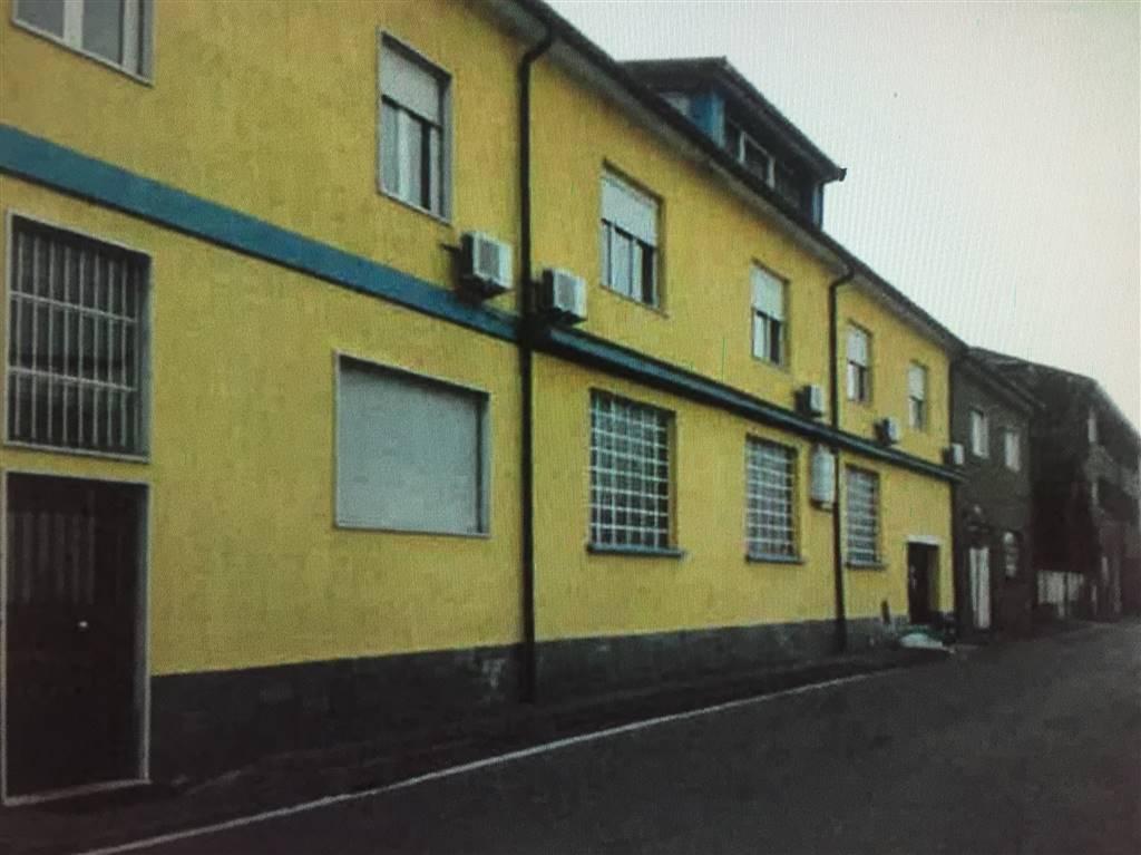 Fabbricato ad uso capannone industriale, con uffici mq.803, più area cortile mq.780. realizzato negli anni 70 poi modificato nel corso degli anni