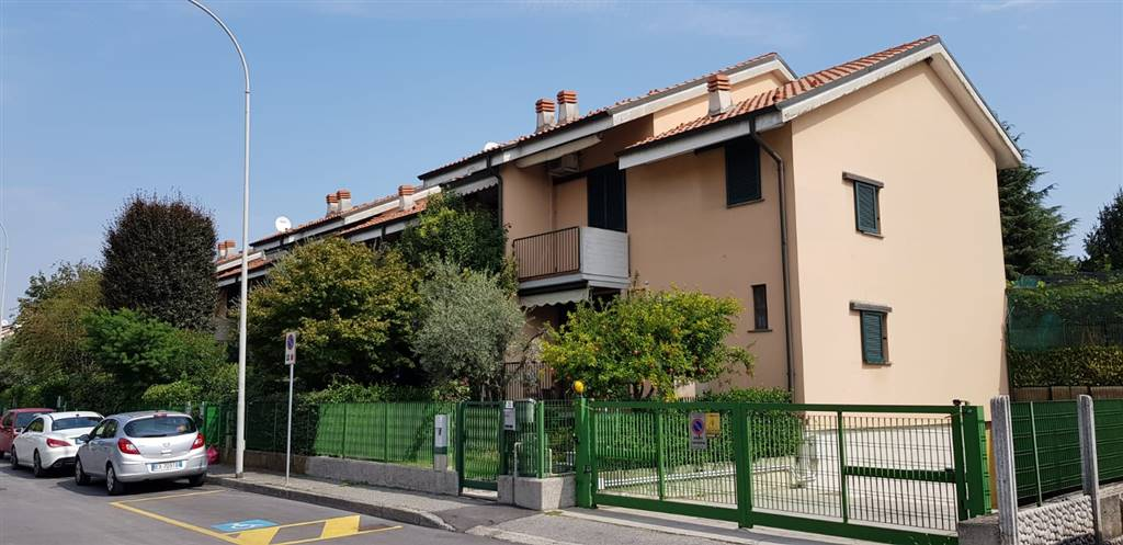 CERNUSCO SUL NAVIGLIO, Villa a schiera in vendita di 248 Mq, Ottime condizioni, Riscaldamento Autonomo, Classe energetica: D, Epi: 157,29 kwh/m2 anno,