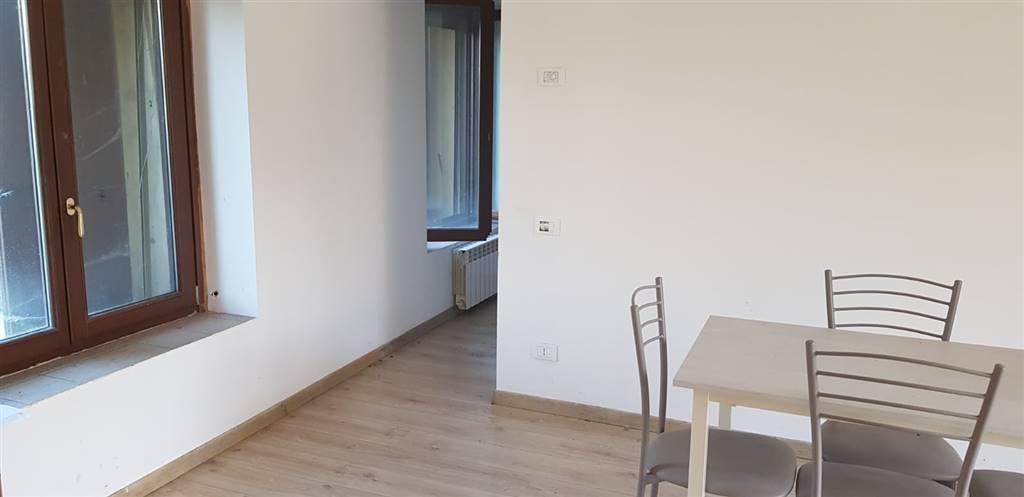 CASSANO D'ADDA, Appartamento in vendita di 98 Mq, Buone condizioni, Riscaldamento Autonomo, Classe energetica: E, Epi: 120 kwh/m2 anno, posto al