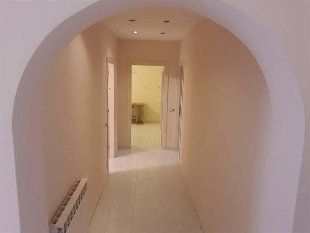CARUGATE, Appartamento in vendita di 110 Mq, Ristrutturato, Riscaldamento Autonomo, Classe energetica: F, Epi: 3,5 kwh/m2 anno, posto al piano 1°,