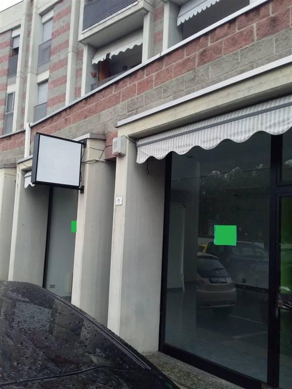 Cernusco sul Naviglio - in centro paese, vicinanza comune con parcheggio, proponiamo negozio mq 85 in AFFITTO con due vetrine, servizio, + magazzino